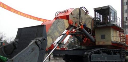玉柴邦立重机ced2200-7特大型电动液压挖掘机.图片